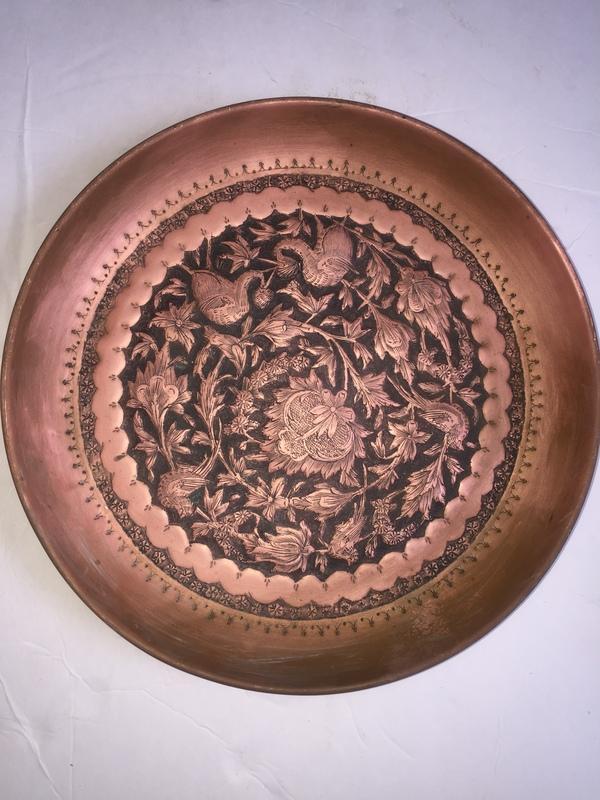 2 antique copper/bronze plates ... & 2 antique copper/bronze plates value