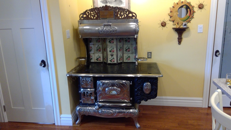 Petit Royal Antique Stove