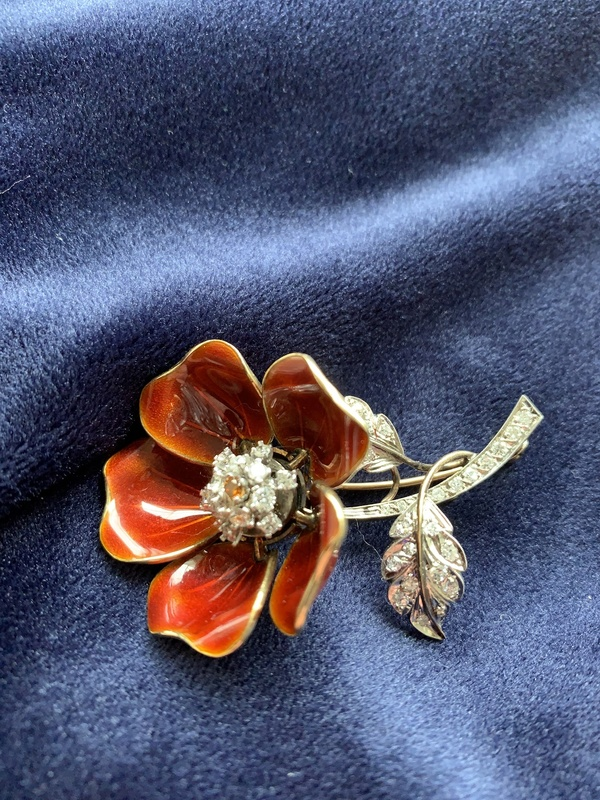 Moveable parts brooch